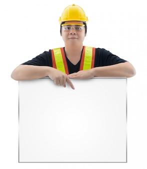 分離された標準建設安全装置を持つ男性の建設労働者