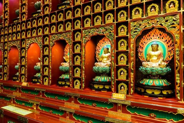 中国仏陀の歯の遺物寺院で仏の像