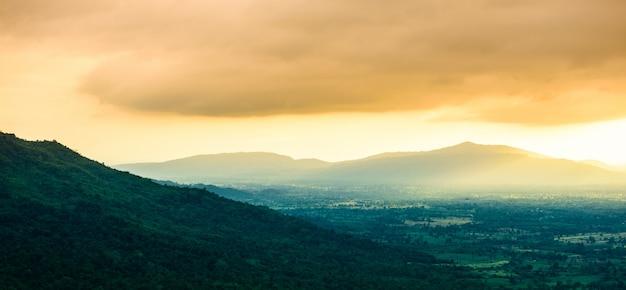 日没時の山