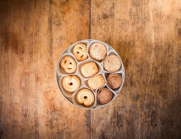 ボックス内の多くの形のクッキー