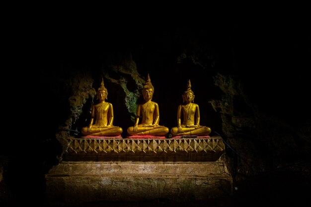 仏像:カオルアン洞窟