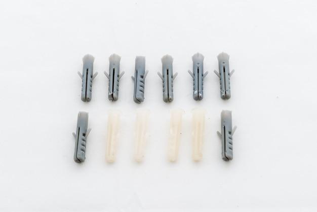 壁に固定ネジのための多くのプラスチックストラドルダボ