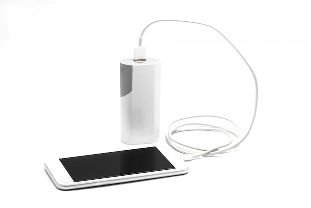 電源銀行(電池銀行)が付いている白いスマートフォンの充電器