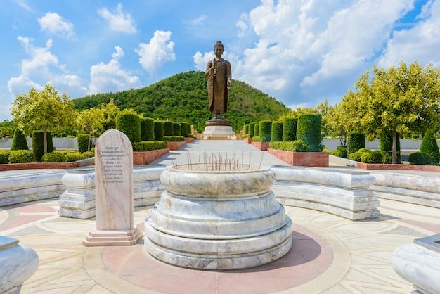 Статуи будды в ват типсухонтхарам, провинция канчанабури, таиланд