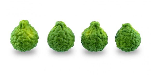 白い表面上に分離されて新鮮なベルガモット果実