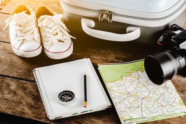 旅行旅行のための旅行アクセサリー。パスポート