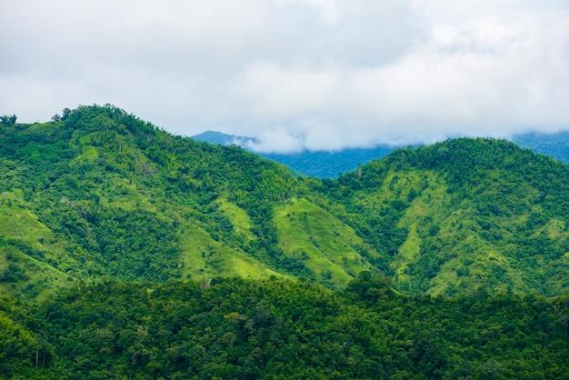 ペッチャブーン県カオコーのワットプラタットパーソンケオから丘の上の景色の家