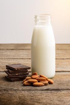 ミルク、ボトル、チョコレート、アーモンドの木