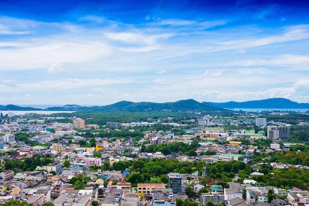 Вид на город пхукет с холма ранг