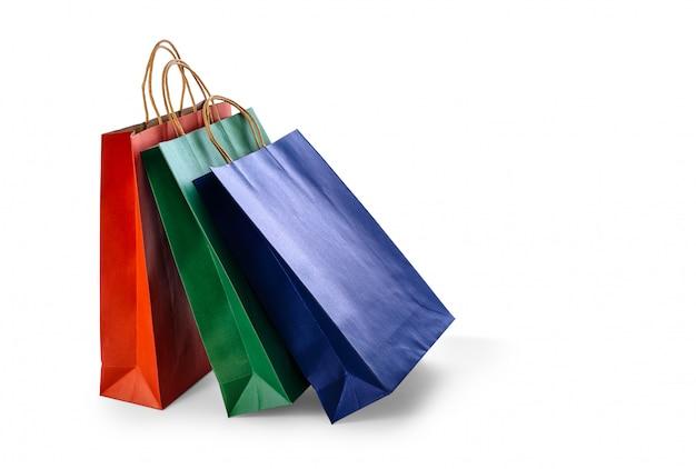 分離されたカラフルな紙の買い物袋のグループ