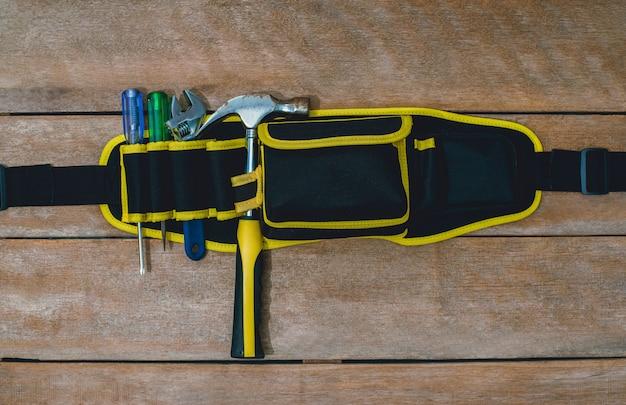 Старый инструмент конструктор или ремонт для строительства и ремонта дома