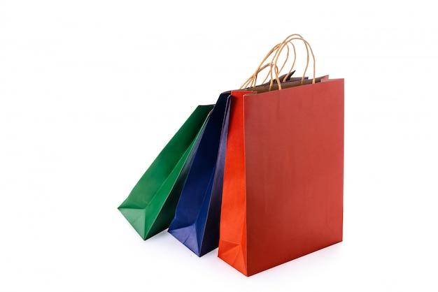 分離されたカラフルな紙のショッピングバッグのグループ