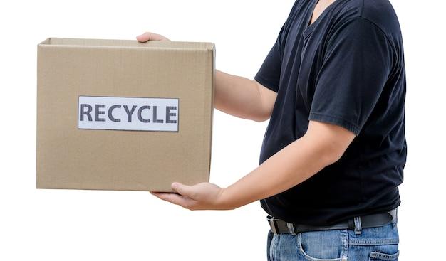 リサイクルボックスを持っている男