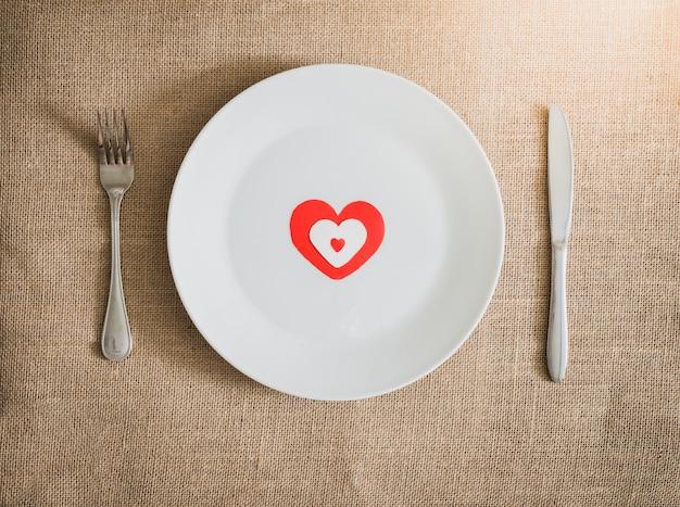 テーブルセッティングのバレンタインデーディナー