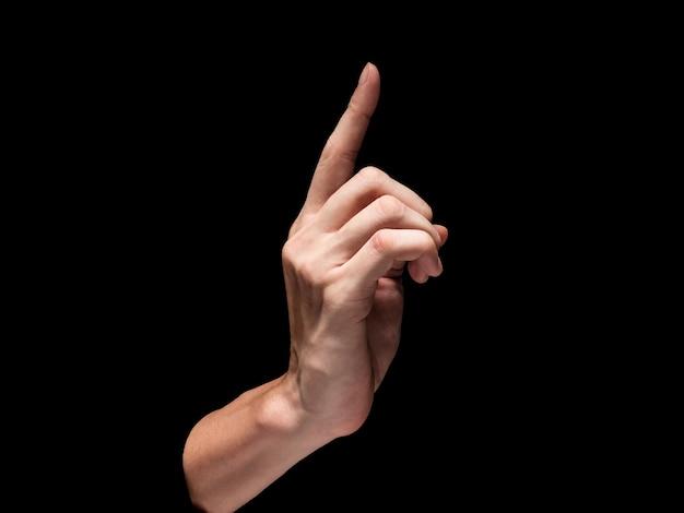 黒の背景に男性の手