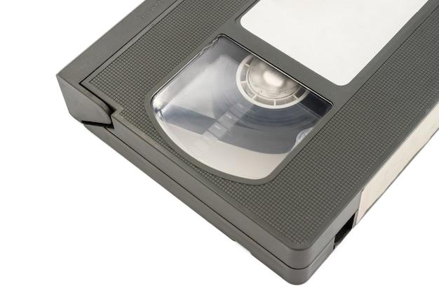 白い背景に古いビデオカセットテープを閉じます。