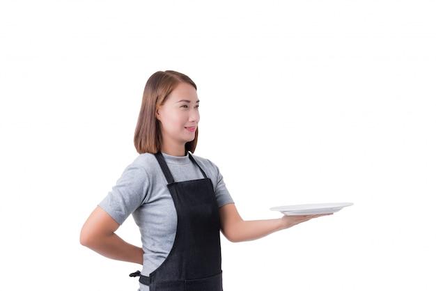 ウェイトレス、配達の女性または灰色のシャツと白い背景で隔離のエプロンの女性実業家