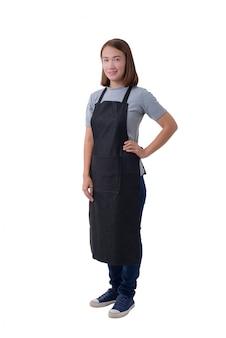 Официантка, доставщик или служанка в серой рубашке и фартук на белом фоне