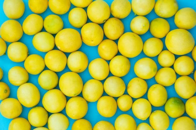 新鮮なレモンの葉