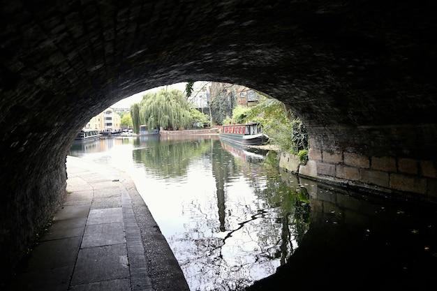 橋の下、リージェント・カナル・リトル・ヴェネツィア