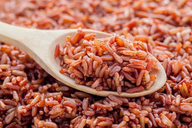 Парный цельнозерновой рис для здоровой и чистой пищи.
