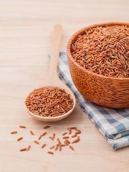 Цельный рисовый рис для рисования здоровой и чистой пищи.