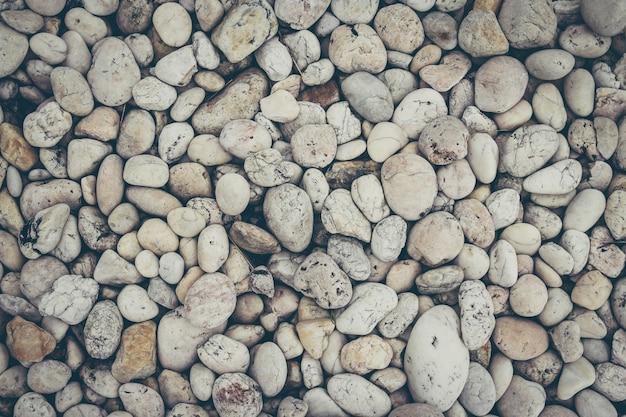 白い積み上げ小石