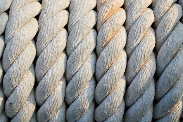 背景の太いロープのクローズアップ
