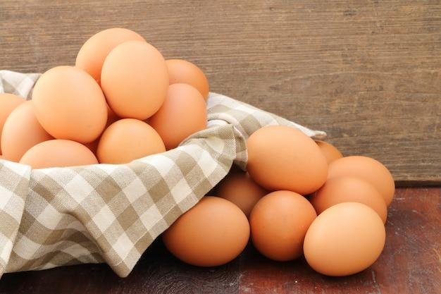かごの中の卵