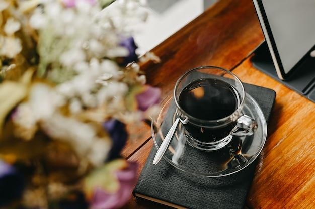 ワークスペースのコーヒーカップ。