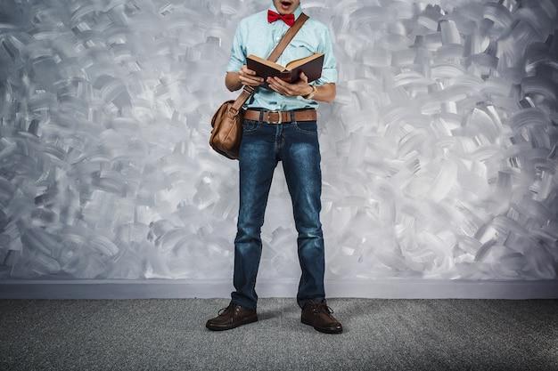 低鍵照明付きヴィンテージ男性布製レトロスタイル