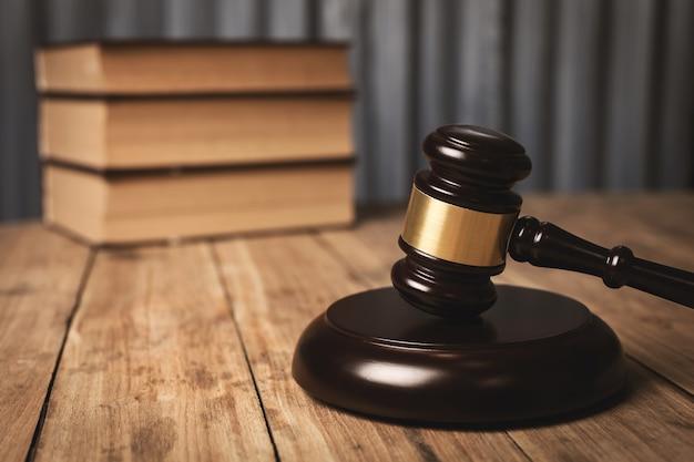 Частная адвокатская контора, судьи и другие