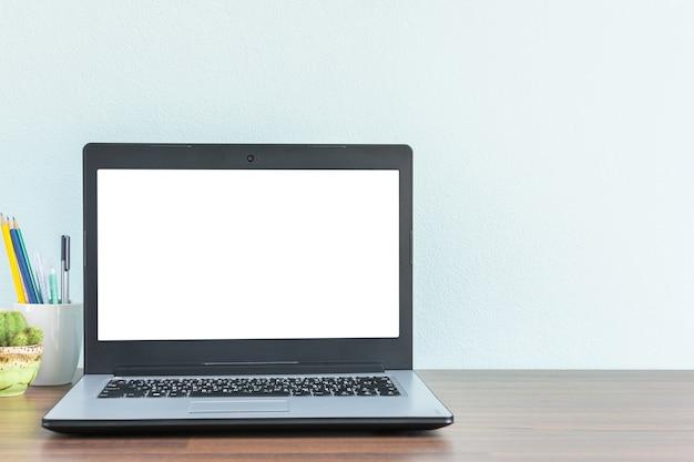 実業家や学生のためのテキストのコピースペースを持つ職場の机の模擬