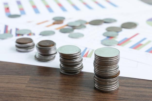 タイのコインお金とお金の節約の概念