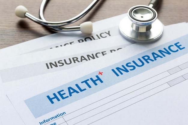 トップビューで聴診器で健康保険フォーム