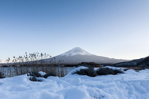 冬の河口湖で富士山