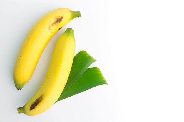 トップビューで新鮮なバナナ