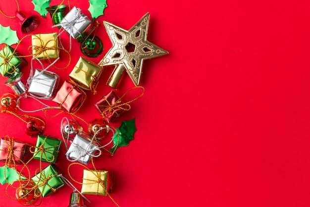 トップビューでクリスマスと新年の背景