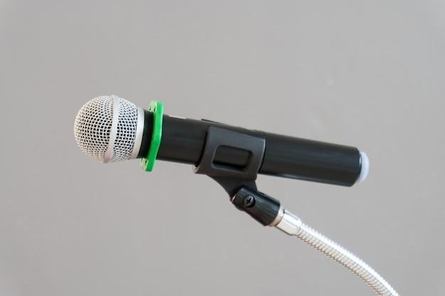 Микрофон на подставке