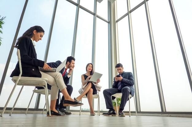 会議ビジネス人々のグループ