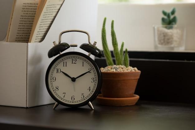 リビングルームの目覚まし時計