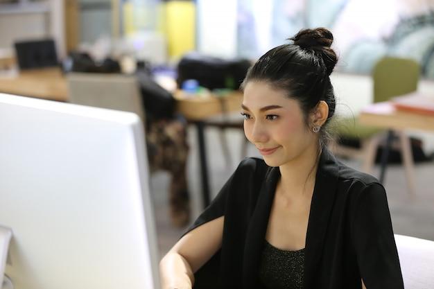 アジアの若い女性の肖像画