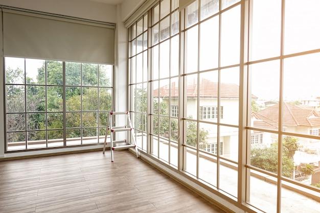 空のガラス部屋