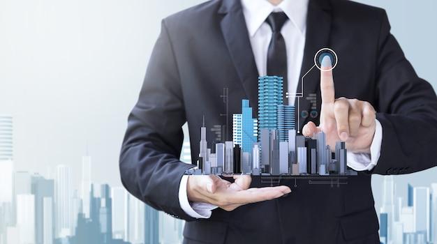 ビジネスマンは、デザインの近代的な建物を作成する