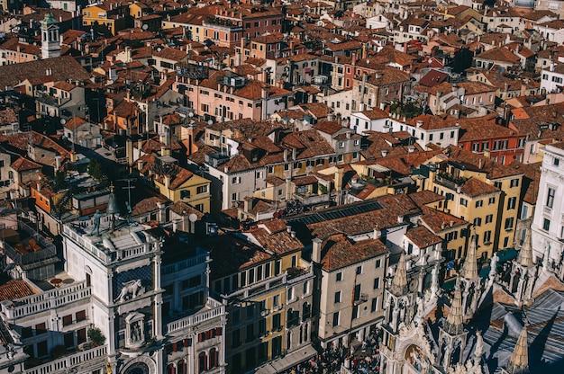 サンマルコ広場とヴェネツィア航空の景色
