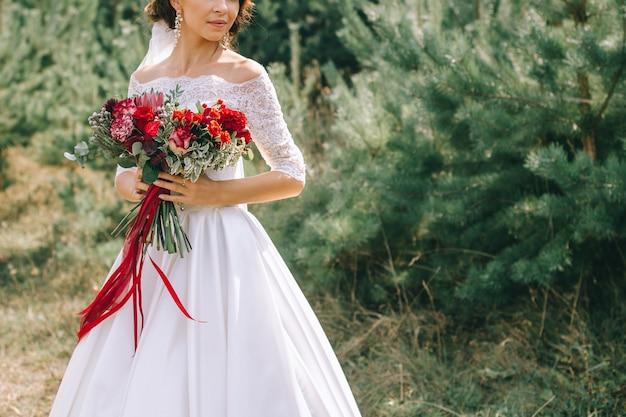 ウェディングドレス、結婚指輪、ウェディングブーケ