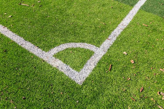 緑のサッカーフィールドの白い線