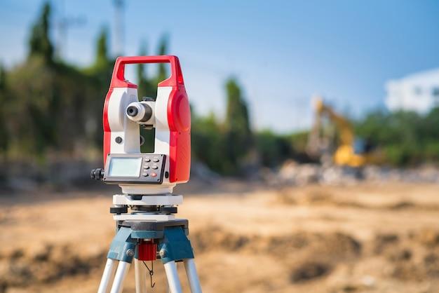 建設現場の測量機器