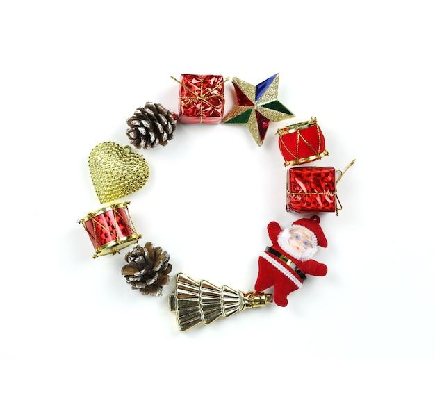 Оборудование рождественских украшений оформляется по кругу.