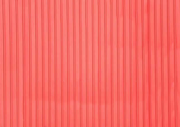 赤い金属板の質感。